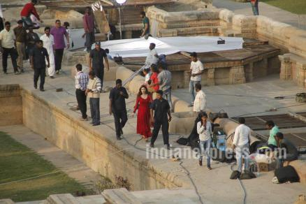 Shah Rukh and Mahira Khan shooting pic 04